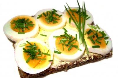 Auch Vollkornbrot mit Ei erfüllt nicht die Vorgaben der DGE.