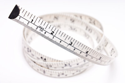 Manche Metermaße geben Inch direkt mit an.