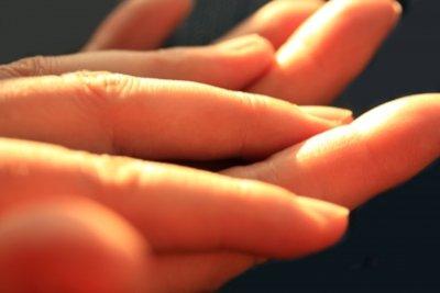 Finger und Tattoos - beides geschickt kombinieren.