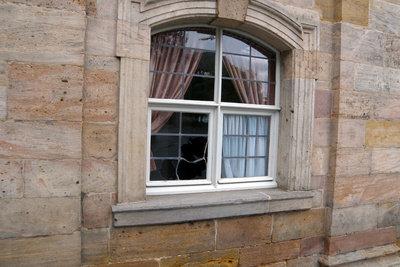 Setzen Sie neue Fenster in Ihrer Wohnung ein.