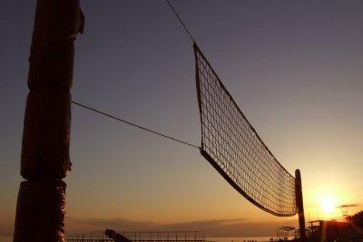 Machen Sie einige Volleyballübungen für Anfänger.
