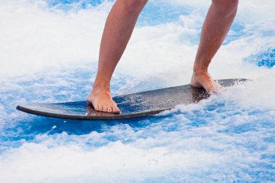 Wendiger surfen auf einem Shortboard.