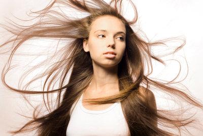 Sehr lange Haare müssen nicht immer offen getragen werden.