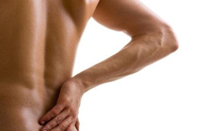 Lockern Sie Ihre Rückenmuskulatur auf.