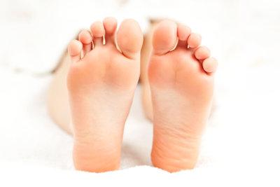Nackte Füße sind angenehm.