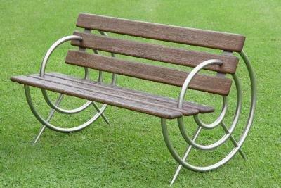 Bauen Sie sich Ihre schönen Gartenmöbel selbst.
