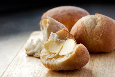 Hartes Brot wieder weich bekommen.
