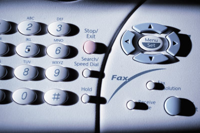 Digitaler Anschluss ermöglicht unabhängig voneinander Faxempfang und Telefonieren.