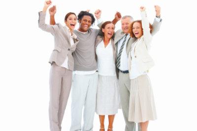 Ältere Mitarbeiter sind in vielen Betrieben wegen ihrer Erfahrung gefragt.