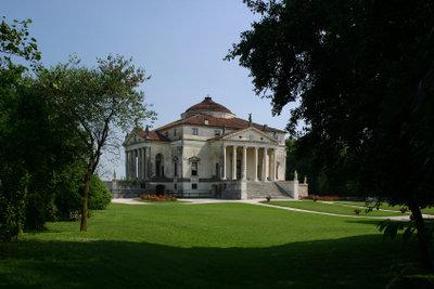 Die Villa la Rotonda ist ein klassizistisches Bauwerk Palladios.