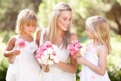Brautjungfern gehören zu einer Hochzeit einfach dazu.