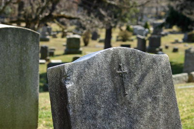 Ein Friedhof bietet Raum zum Trauern.