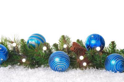 Weihnachtliche Dekoration im eigenen Geschäft