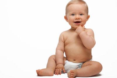 Ein Baby baut seine Muskulatur alleine auf.