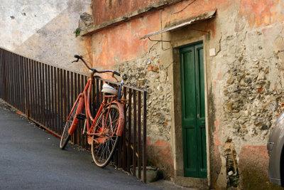 Mit etwas Geschick kann man ein altes Fahrrad restaurieren.