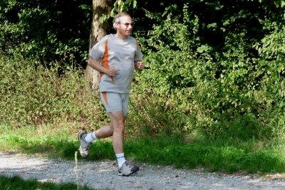 Es hat Vorteile und Nachteile, vor dem Frühstück zu joggen.