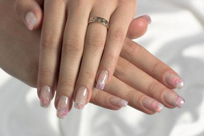 Diese Nägel sehen schön aus.