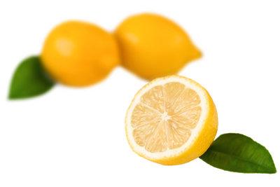 Der Geschmack einer sauren Zitrone wird durch basische Stoffe neutralisiert.