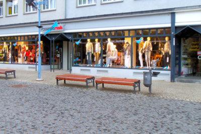 In manchen Städten sind viele verschiedene Geschäftszweige angesiedelt.