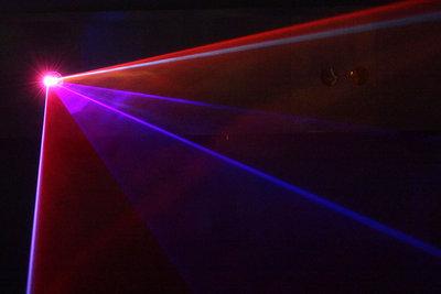 Ein Laser funktioniert wie ein Lichtverstärker.