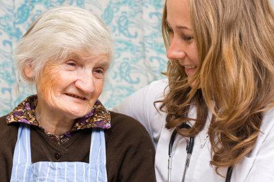 Angehörige können Pflegegeld erhalten.