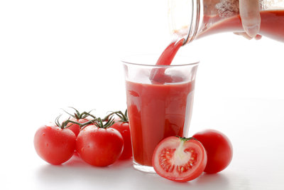 Tomatensaft wirkt unterstützend  beim Abnehmen.