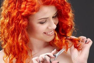 Entfernen Sie die knalligen Haarfarben, ohne die Haare abschneiden zu müssen.