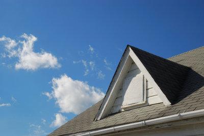 Prüfen Sie, ob Dachfenster in Ihrem Bundesland genehmigungspflichtig sind.
