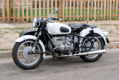 Ein Motorrad muss ebenso zum TÜV wie ein Auto.