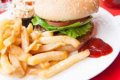 Meiden Sie beim Kostaufbau fetthaltige Speisen.