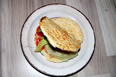 Pita-Brote schmecken gefüllt besonders gut.