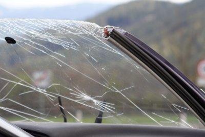 Ein Steinschlag kann zu einem Unfall führen.