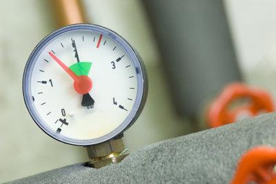 Ein defektes Ausdehnungsgefäß ist häufige Ursache für ständige Druckschwankungen im Heizungssystem.