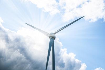 Energiegewinnung, Landwirtschaft und Industrie müssen umweltverträglich ineinandergreifen.