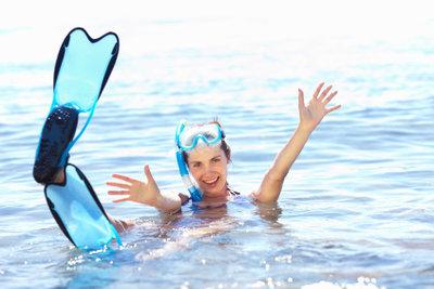 Ein Bad im Meer ist wohltuend - doch danach benötigt die Haut Pflege.