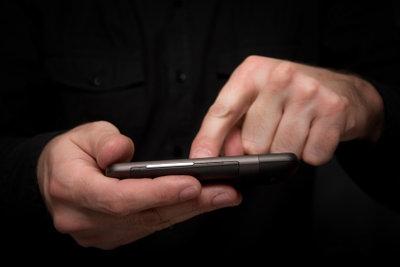 E-Mails vom Google-Konto mit dem Handy abrufen.