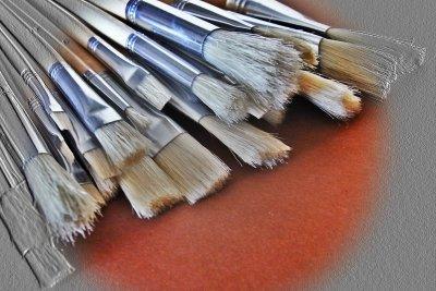 Terpentin wird vor allem zur Reinigung von Pinseln bei der Ölmalerei verwendet.