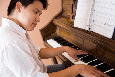 Fingerfertigkeit verfeinert das Klavierspiel.