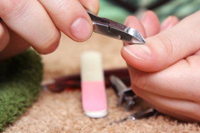 Bei der Nagelpflege ist Vorsicht geboten.