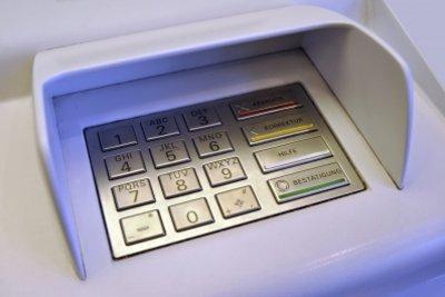 Nach 3-maliger Falscheingabe Ihrer PIN wird die EC-Karte von Ihrer Bank gesperrt.