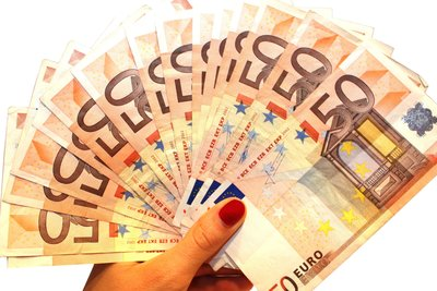 Über Online-Shops Geld ausgeben und Waren günstiger erwerben