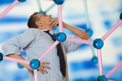 Aus wie vielen Atomen besteht eigentlich ein Mensch?