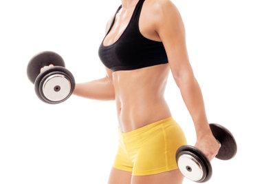 Mit Übungen lassen sich die Arme trainieren.