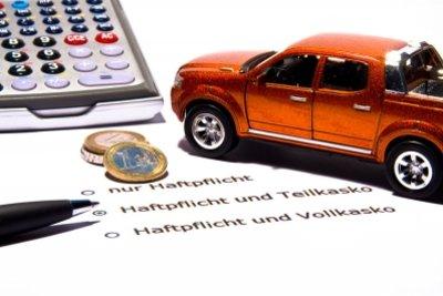 Melden Sie einen Autoschaden umgehend Ihrer Versicherung.