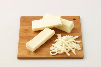 Cheesestrings sind einfach herzustellen und sehr lecker.