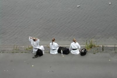 Judo und Karate unterscheiden sich.