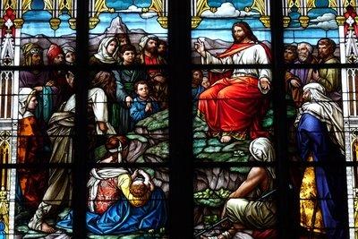 Kirchenfenster stellen oft Gleichnisse dar.