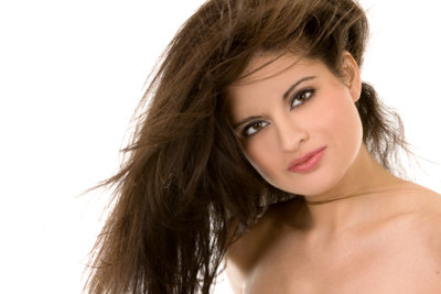 Im Handumdrehen braune Haare färben - ohne Rotstich!