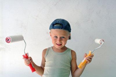 Kleine Malermeister bereiten sich langfristig auf die Prüfung vor.