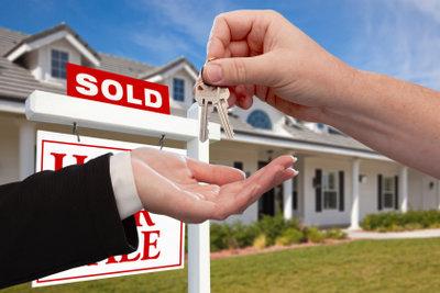 Als Makler vermitteln Sie Häuser und Wohnungen.